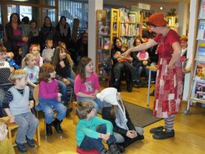 Clown Lulu in der Stadtbibliothek