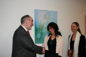 Oberbürgermeister Klaus Demal gemeinsam mit der Künstlerin Helene Moes und der Laudatorin Sylvia van de Pol