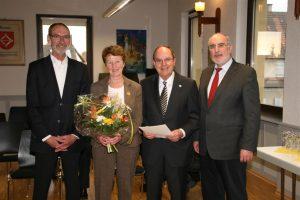 Oberbürgermeister Klaus Demal gratulierte gemeinsam mit Ortsvorsteher Ludwig-Wilhelm Heidt Lothar Gamer zu seiner Auszeichnung