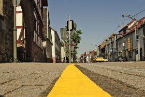 Die gelbe Linie beim Kerns-Max-Haus (Foto: Gerhard Barth)
