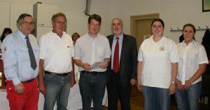 Der Oberbürgermeister gratulierte mit dem DRK-Team aus allen Stadtteilen Andreas Völker zu seiner Ehrung