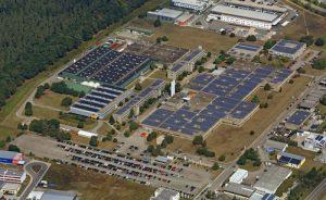 Die Solardachanlage der swt in Stutensee produziert 1,2 Mio. Kilowattstunden umweltfreundlichen Strom pro Jahr.