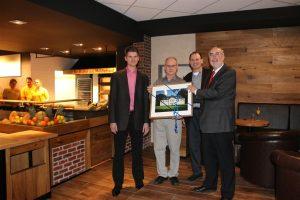 OB Klaus Demal mit Wirtschaftsförderer Andreas Eigenmann und den Geschäftsführern Jürgen und Emrich Visel