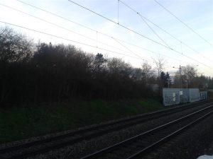 Bahnstrecke am St.-Riquier-Platz, hier soll der neue Haltepunkt entstehen