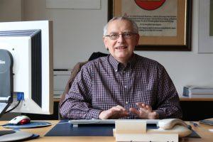 Bereits seit drei Jahren betreut Dr. Peter Bratzel Menschen in schwierigen Lebenssituationen