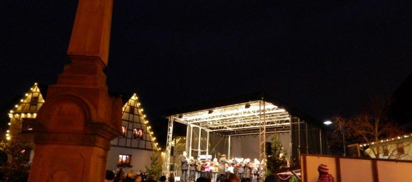 Bühne in der Dorfmitte