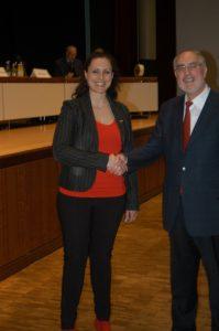 Die Hand reichten sich Susanne Enderle (Die Partei) und Klaus Demal (Freie Wähler) auch im verbalen Duell.