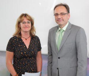 Erster Preis für Christine Krüger für ihr Malprojekt an der Gemeinschaftsunterkunft für Asylbewerber in Stutensee.Friedrichstal