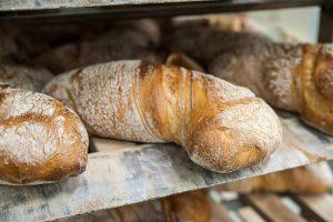 Knusprig, lecker und duftend heiß: Frisch aus dem Ofen – Wurzelbrote