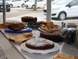 Kuchenverkauf Autohaus Giraud