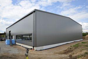 Aussenansicht der neuen Halle der Digitaltest GmbH