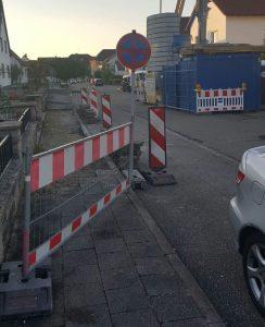 Baustelle in der Büchiger Straße - Fahrzeuge und Fußgänger im Nadlöhr