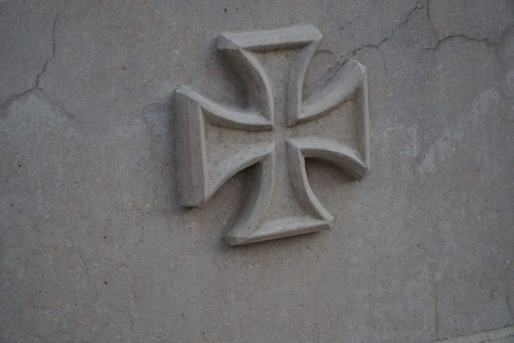 Kreuz am Kriegerdenkmal Spöck