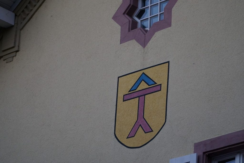 Spöcker Wappen an der Ortsverwaltung