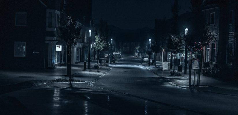 dunkle Straße
